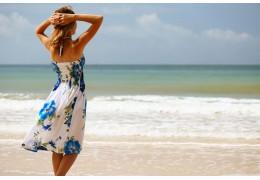 Luftig und stylisch zugleich - Warum Strandkleider so beliebt sind wie nie zuvor